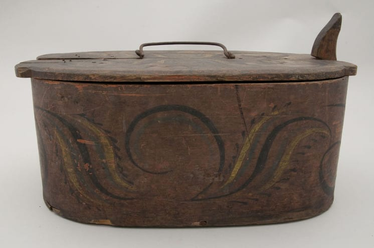 Bentwood box with birch willow lacing and Sogn style rosemaling - Rosemaling
