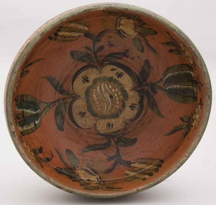 Bulbous turned bowl with a broad inturned rim - Rosemaling