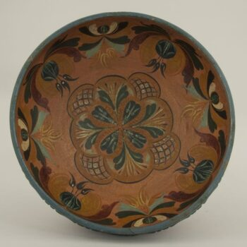 Low outflaring bowl with rosemaling in the Hallingdal style - Rosemaling