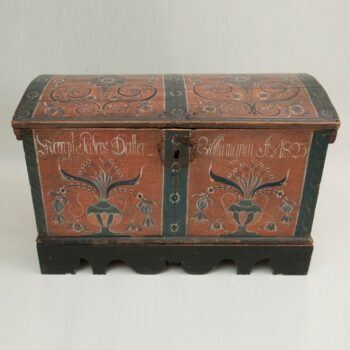 Trunk with a shallow arched top with rococo roses surrounded by S curves - Rosemaling