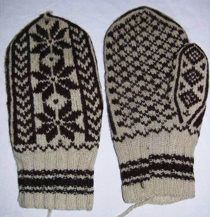 Men's patterned brown and white wool mittens - Textiles