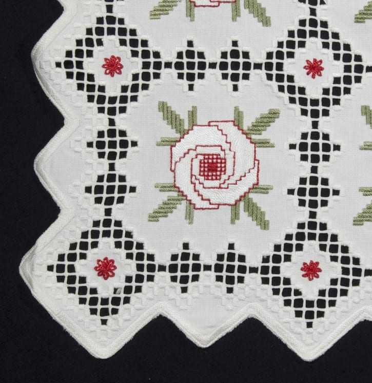 Table Runner made of a rectangle piece of white basket weave cotton - Textiles