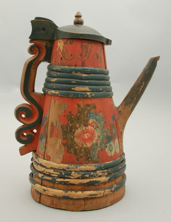 Stave constructed tankard with Rococo style rosemaling - Rosemaling