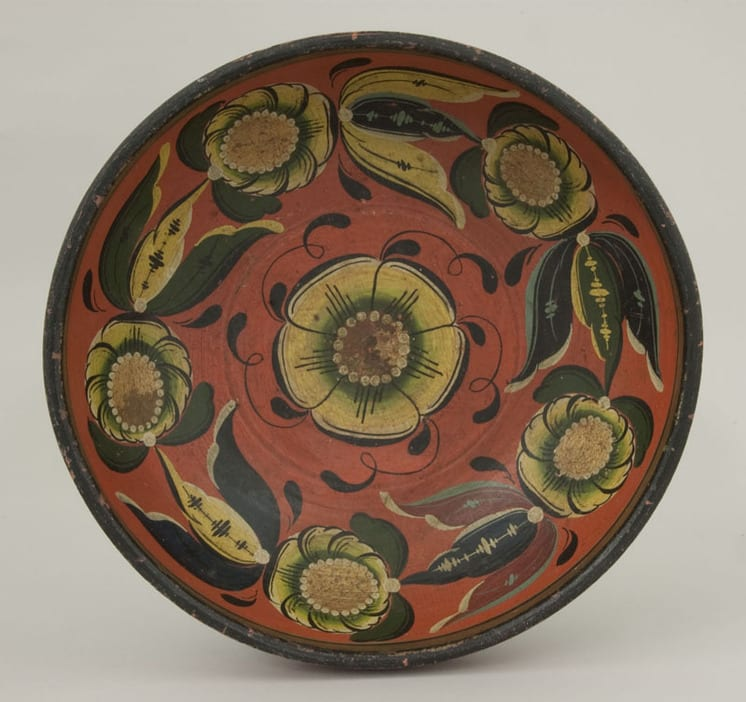 Bowl was painted by Ola Brennehaugen in Hallingdal style rosemaling - Rosemaling