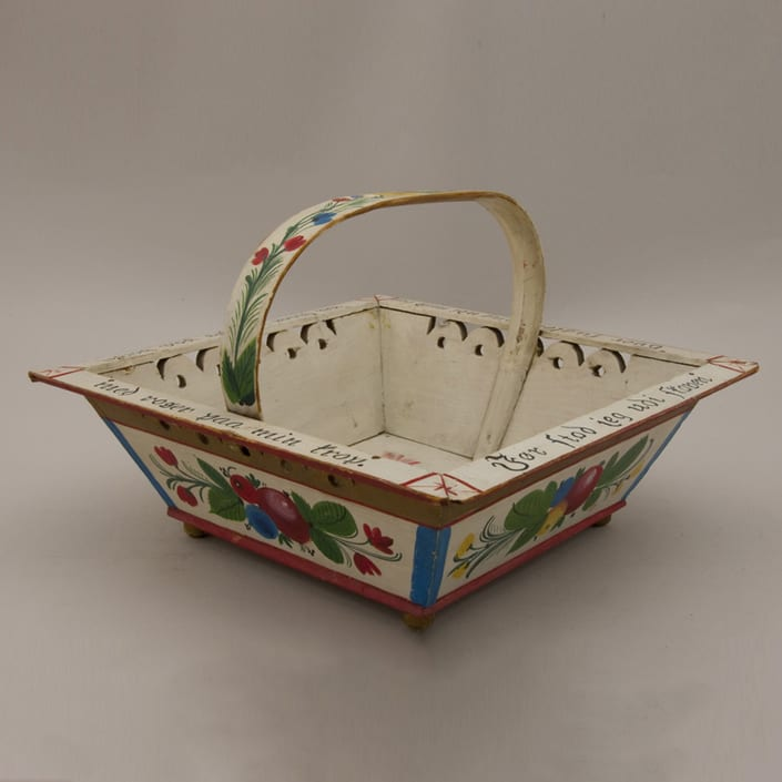 This sending basket was given to donor's mother in Norway in 1914 - Rosemaling
