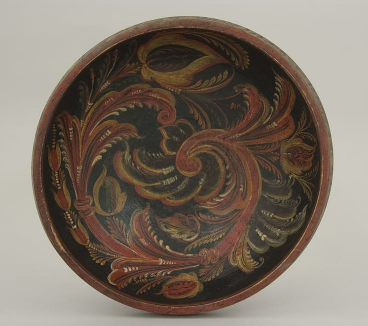 Hand carved bowl with inscription on interior rim and Vest-Agder style rosemaling - Rosemaling
