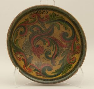 Bowl turned from one piece of wood, painted with rosemaling in the Telemark style - Rosemaling