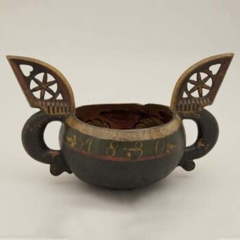 Ale bowl carved from a single piece of wood, An accompanying letter indicates that there was once a lid, which is unusual for this type of object - Rosemaling
