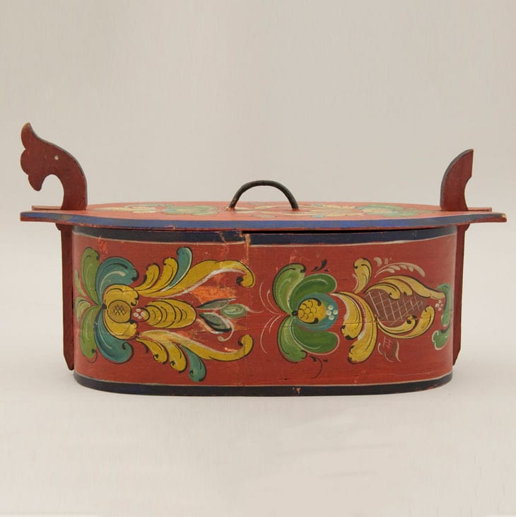 Bentwood box with rosemaling in the Hallingdal style - Rosemaling