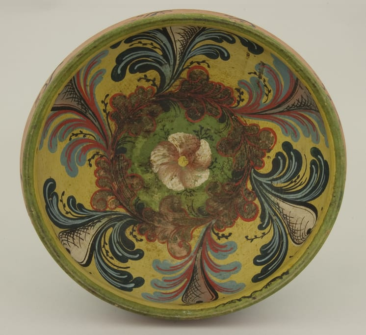 Turned bowl with Hallingdal style rosemaling painted by Nils H. Bæra - Rosemaling