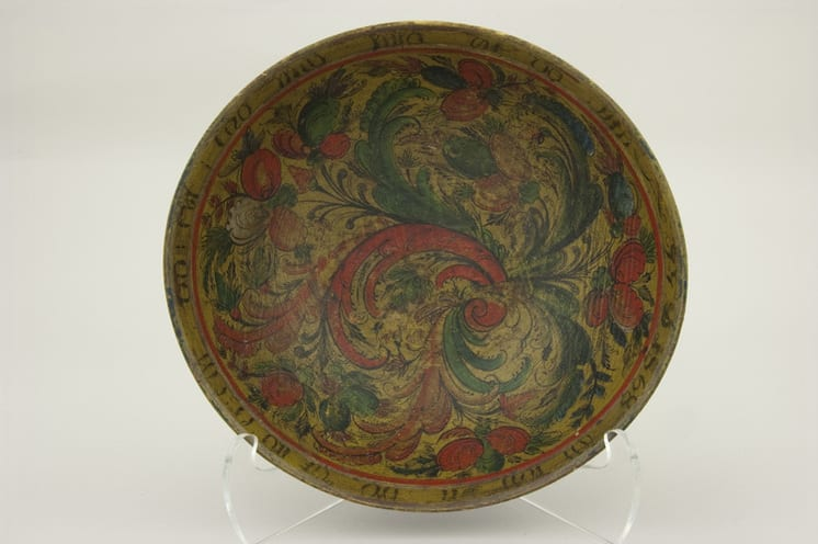 Bowl carved from a single piece of wood and painted with Telemark style rosemaling - Rosemaling