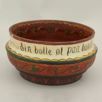 rosemaling bowl turned from a single piece of wood - Rosemaling