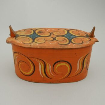 Laced bentwood box with Sogn style rosemaling. Flat cover is secured with two side wood springs - Rosemaling