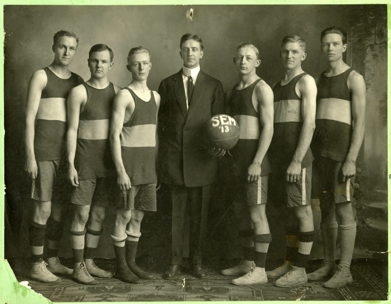 Basketball team photo for Willmar Seminary.