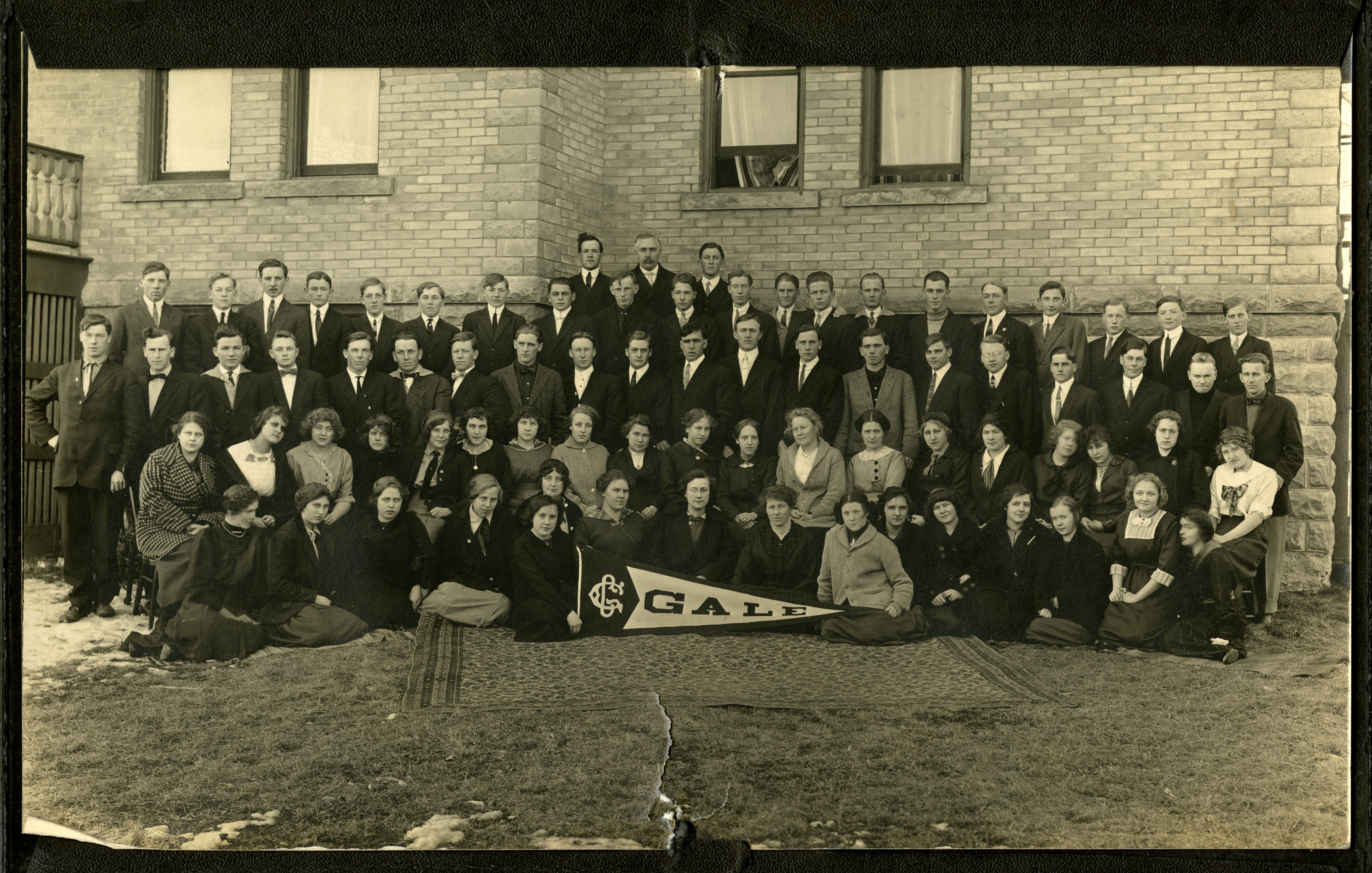 Group photo of students at Gale College