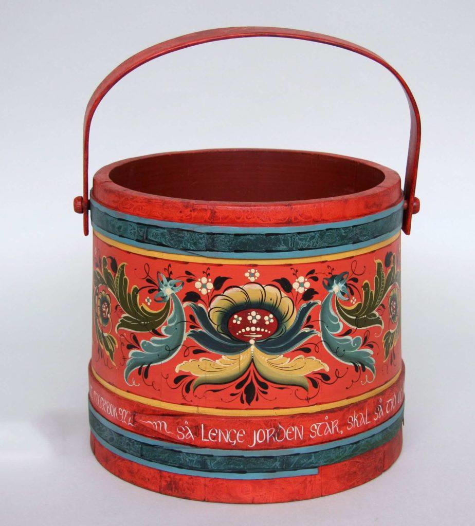 Hallingdal-style bucket © 2007 Gretchen Carew Hallingdal-style bucket © 2007 Gretchen Carew