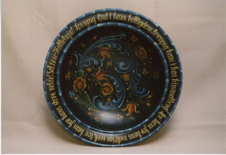 Black bowl with Norwegian on rim © 1988 Rhoda Fritsch Black bowl with Norwegian on rim © 1988 Rhoda Fritsch