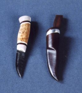 Knife with reindeer horn handle © 2002 Spencer Ritzen Knife with reindeer horn handle © 2002 Spencer Ritzen