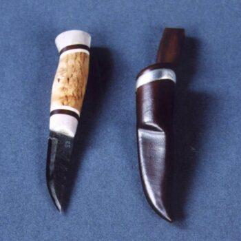 Knife with reindeer horn handle © 2002 Spencer Ritzen Knife with reindeer horn handle © 2002 Spencer Ritzen