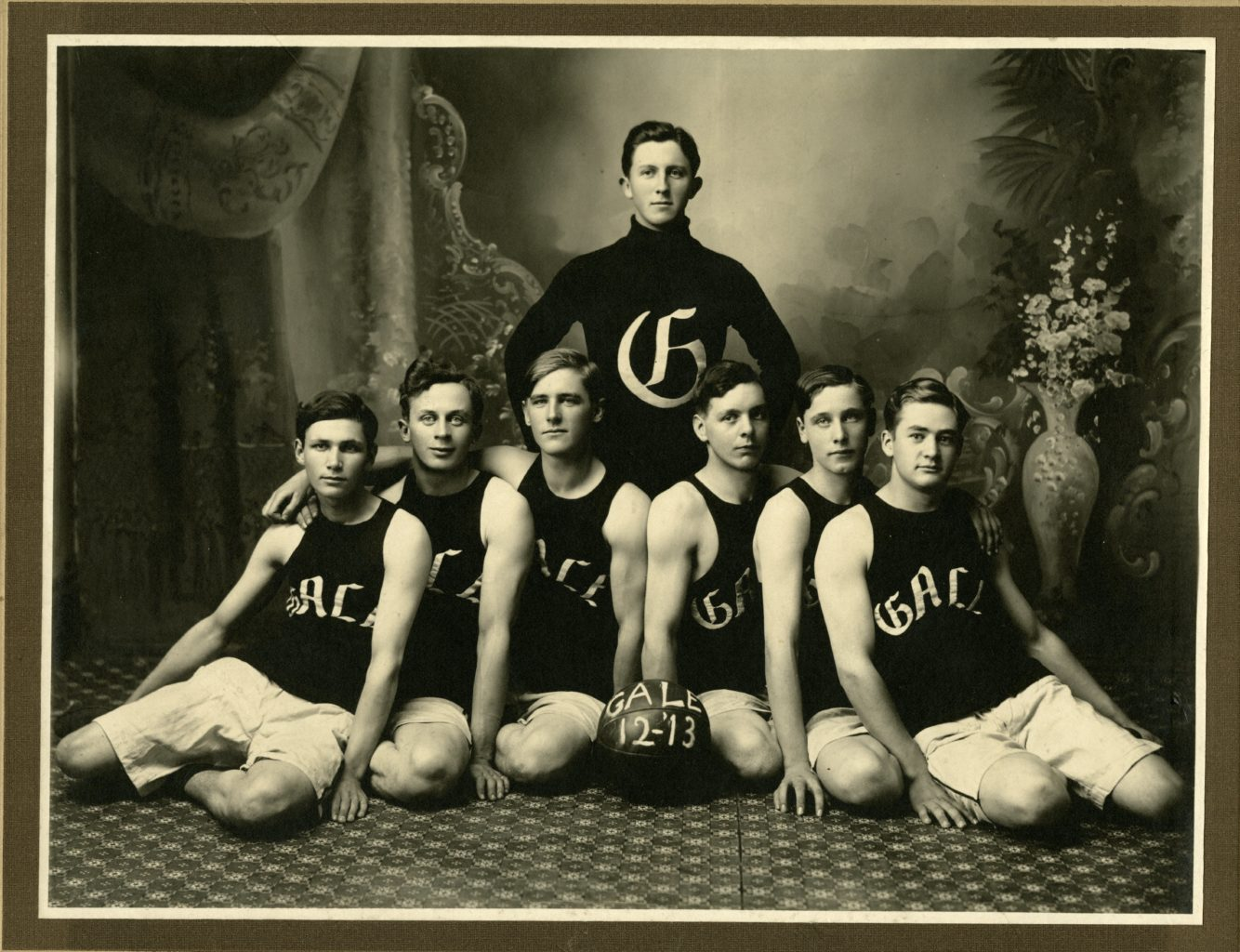 Gale College Basketball Team Group photo.