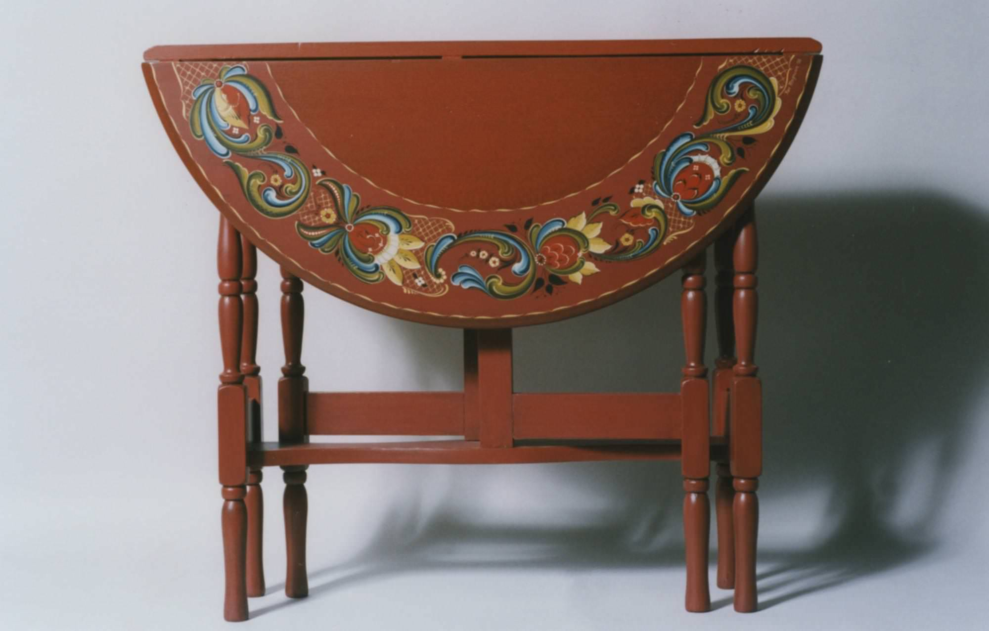 Hallingdal-style table © 2003 Ken Magnuson Hallingdal-style table © 2003 Ken Magnuson