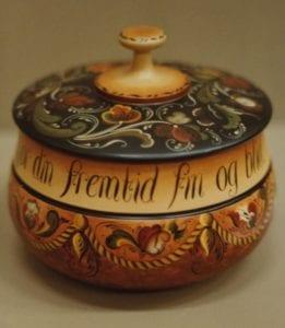 Covered bowl © 1982 Judy Ritger Covered bowl © 1982 Judy Ritger