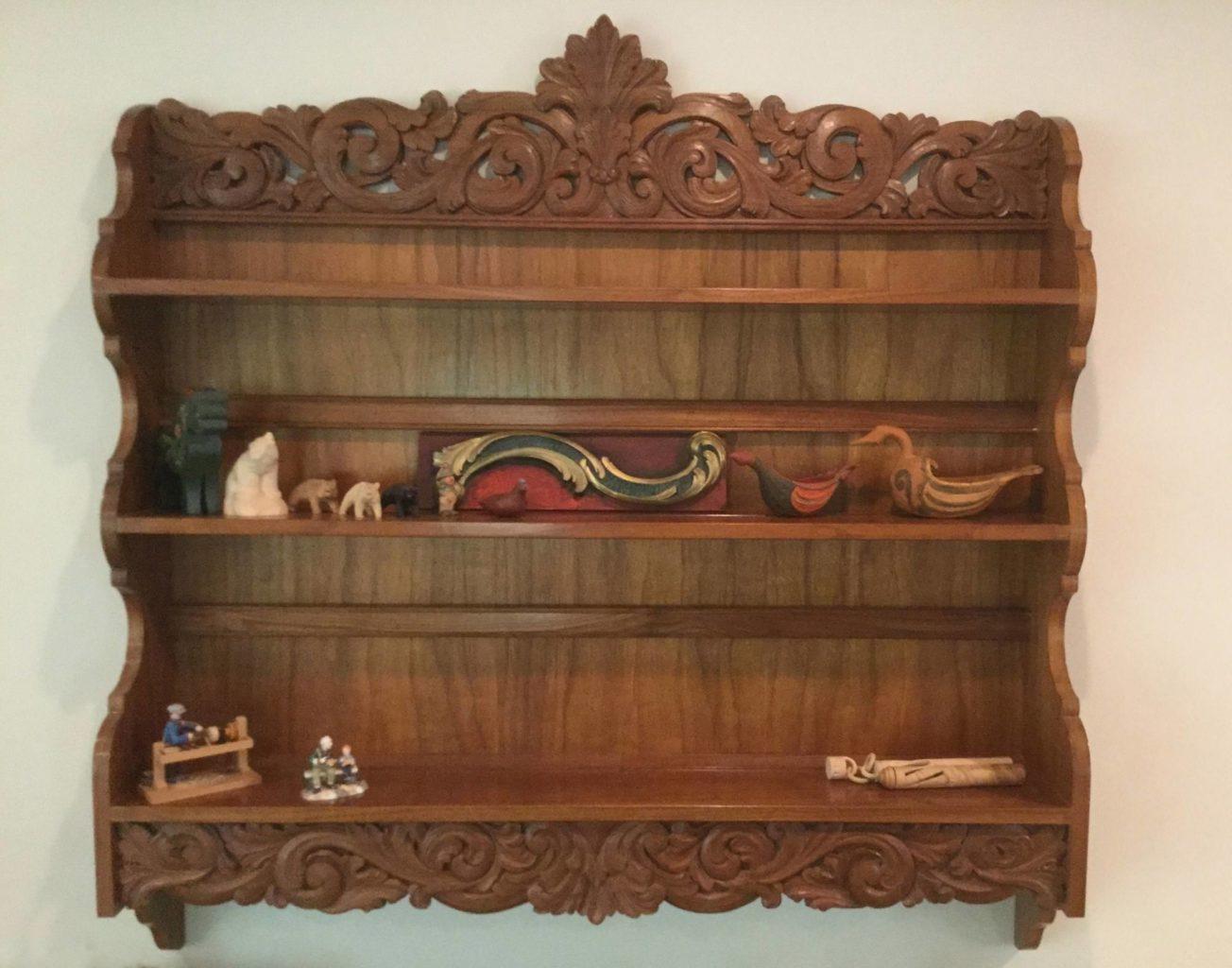 Acanthus-carved plate rack © 1984 Hans Sandom Acanthus-carved plate rack © 1984 Hans Sandom