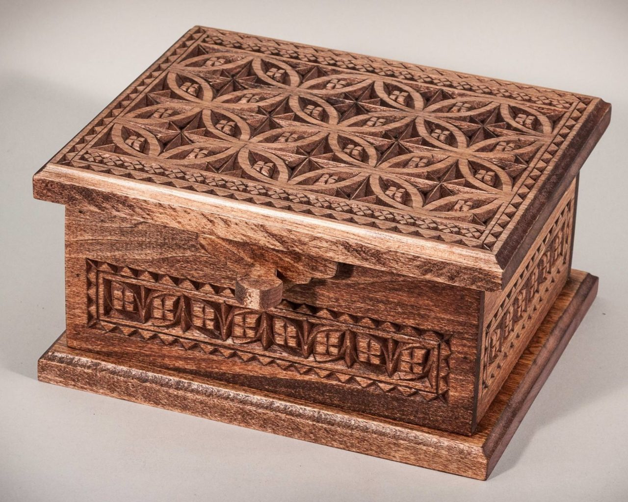 Chip-Carved Box © 2017 Shawn Sersland Chip-Carved Box © 2017 Shawn Sersland